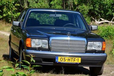 Mercedes-Benz 260 SE Sedan (W126)